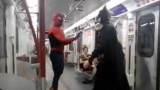 Souboj superhrdinů v metru
