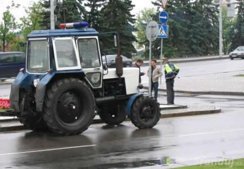 Policejní traktor
